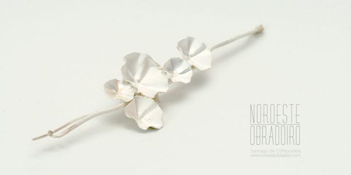 broche de plata diseño de autor hecha a mano por Joyería Noroeste Obradoiro en Santiago de Compostela, Galicia