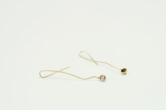 pendientes de oro y gemas hechos a mano en joyería de autor en Santiago de Compostela, Galicia